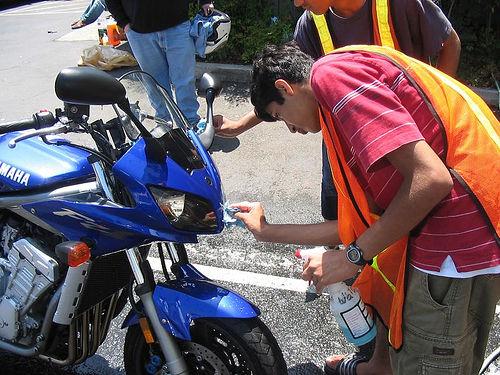 水を使わないバイク洗車