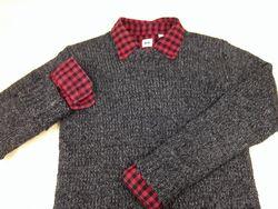 シャツの上にセーターを着る場合