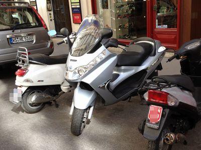 Piaggio X8 Scooter