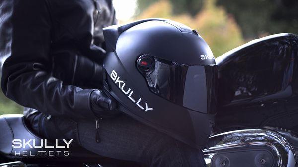 スカリー製ディスプレイ内蔵ヘルメットのデザイン