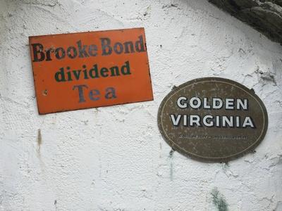 装飾|ゴールデンバージニアの看板を発見
