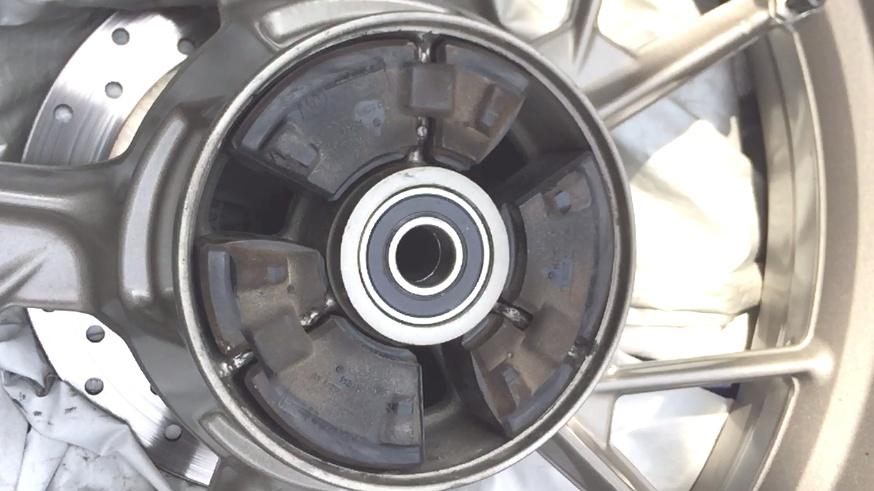 G650GSのリアホイール|ハブダンパーとベアリング
