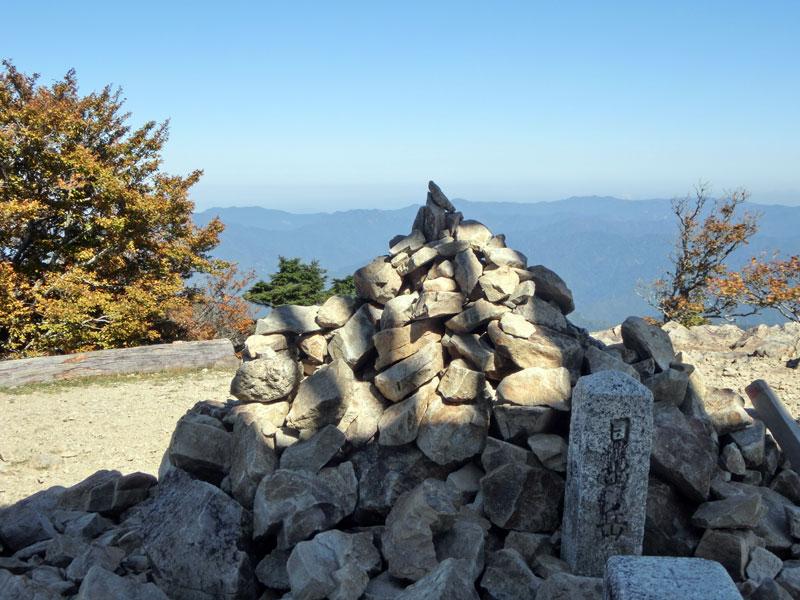 日出ヶ岳の山頂