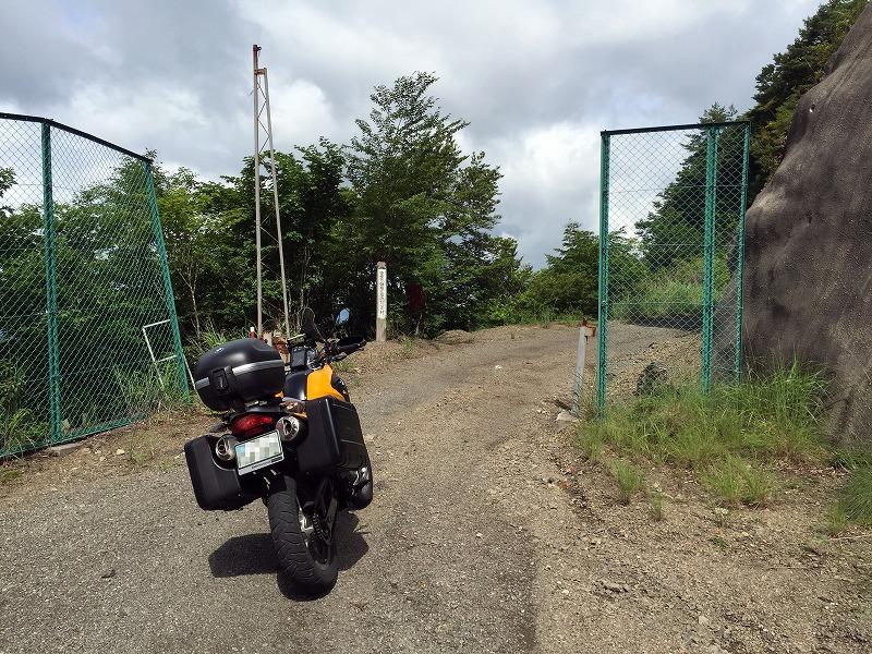 林道入り口のフェンス