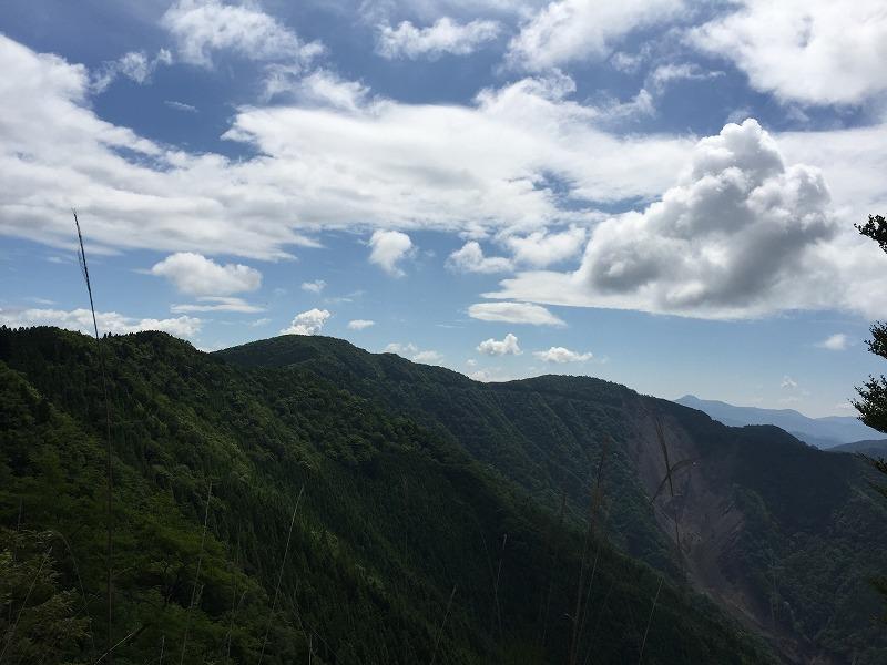 紀伊山地を望む峠