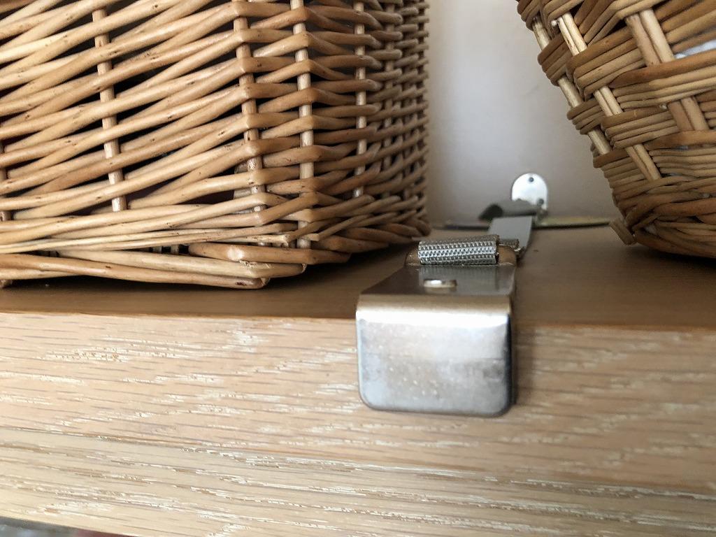 食器棚の耐震ベルト