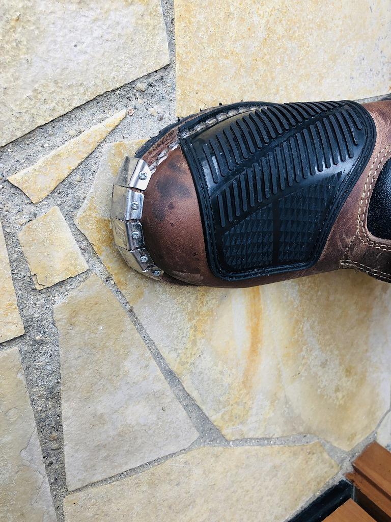 ブーツについた液体